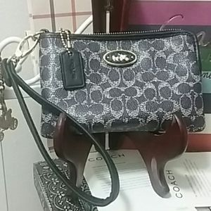 NEW, Coach Corner Zip Wristlet